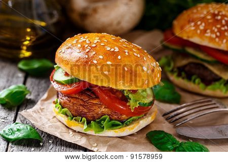 Vegetarian burger with grilled champignon