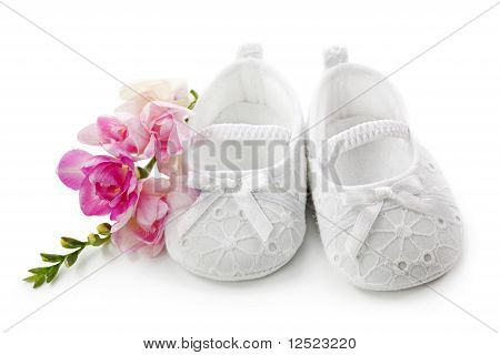 Baby girl shoes with pink flowers