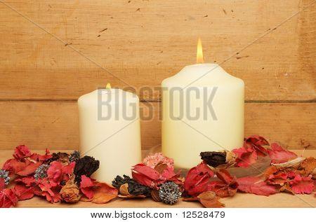 Kerze und Potpourri
