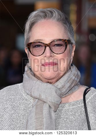 LOS ANGELES - MAR 28:  Kathy Bates arrives to the