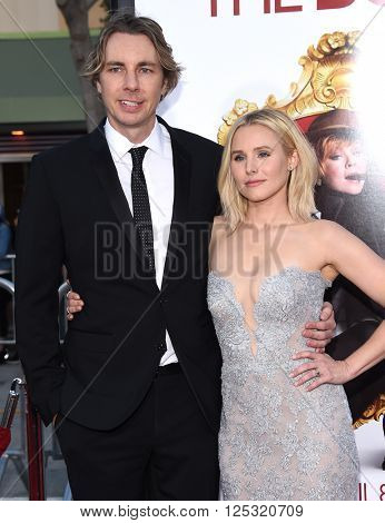 LOS ANGELES - MAR 28:  Dax Shepard & Kristen Bell arrives to the
