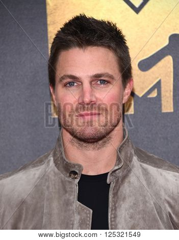 LOS ANGELES - APR 09:  Stephen Amell arrives to the Mtv Movie Awards 2016  on April 09, 2016 in Hollywood, CA.