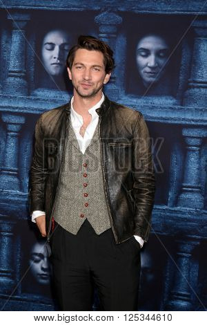 LOS ANGELES - APR 10:  Michiel Huisman at the Game of Thrones Season 6 Premiere Screening at the TCL Chinese Theater IMAX on April 10, 2016 in Los Angeles, CA