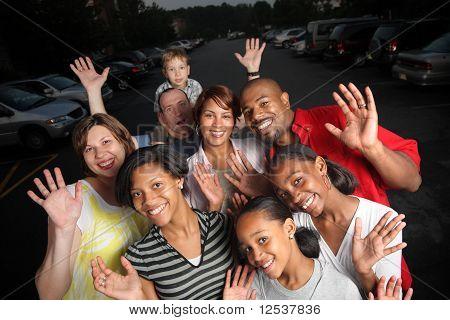 Glücklich vielfältige Gruppe von Freunden