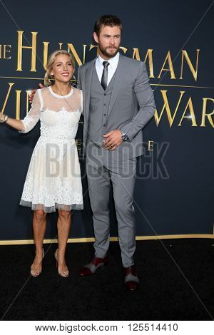 LOS ANGELES - APR 11:  Elsa Pataky, Chris Hemsworth at the The Huntsman Winter's War American Premiere at the Village Theater on April 11, 2016 in Westwood, CA