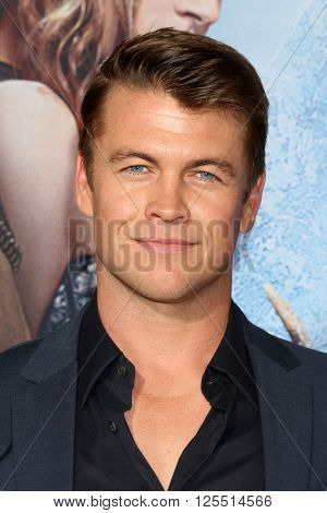 LOS ANGELES - APR 11:  Luke Hemsworth at the The Huntsman Winter's War American Premiere at the Village Theater on April 11, 2016 in Westwood, CA