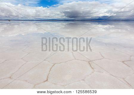 Panoramic view of reflecting surface the lake Salar de Uyuni, Bolivia