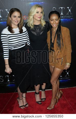 LAS VEGAS - APR 12:  Annie Mumolo, Christina Applegate, Jada Pinkett Smith at the STX Photocall - Cinemacon at the Caesars Palace on April 12, 2016 in Las Vegas, NV