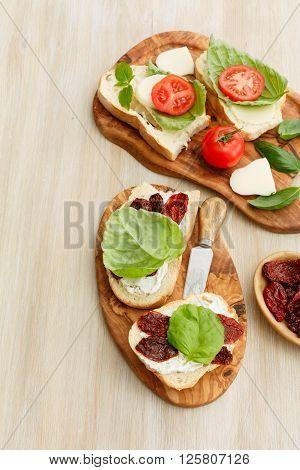 Sandwiches With Mascarpone, Dried Tomatoes, Basil