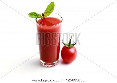 Fresh tomato juice made with organic tomatoes