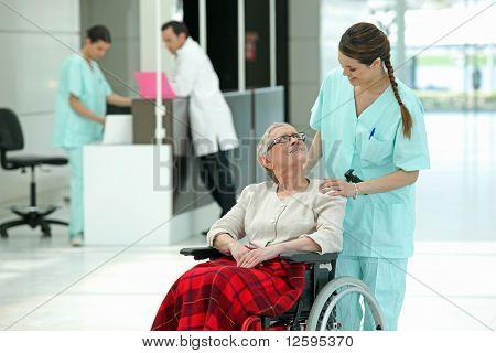 Krankenschwester und Patienten