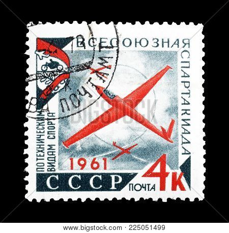 SOVIET UNION - CIRCA 1961 : Cancelled postage stamp printed by Soviet Union, that shows Glider Competitions.