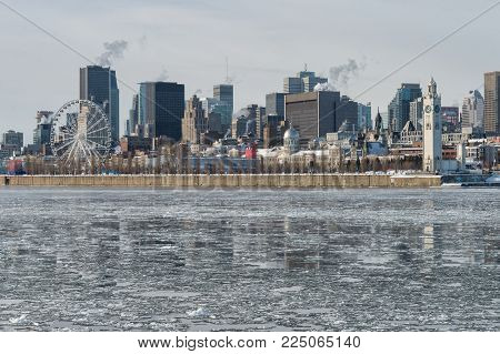 Montreal Skyline in winter, with chunks of ice floating on the Saint-lawrence (2018)