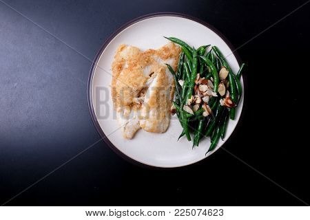 almond crusted sole fillet with green beans and almonds, a ketogenic diet meal
