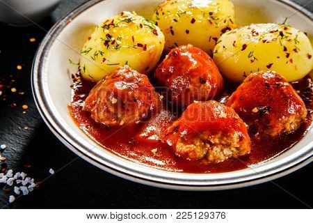 Roasted meatballs, potatoes and vegetables