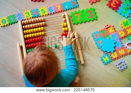 little girl learn numbers, abacus calculation, kids learning activities