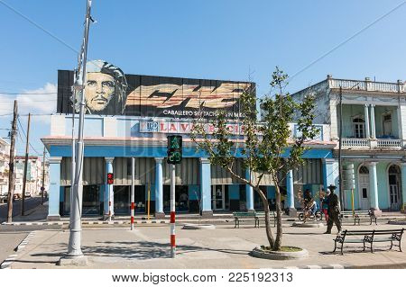 CIENFUEGOS, CUBA - JANUARY 3, 2017: Urban scene in Cienfuegos, Cuba. n the image, poster with Che Guevara, and statue of Benny More, the most famous Cuban bolero singer