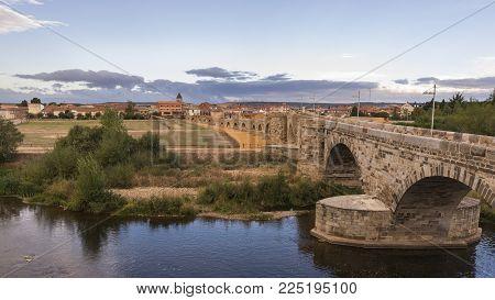 Hospital de orbigo, spain / Hospital de orbigo, 09/09/2017: Hospital de Orbigo is a municipality located in the province of Leon, Castile and Leon, Spain.