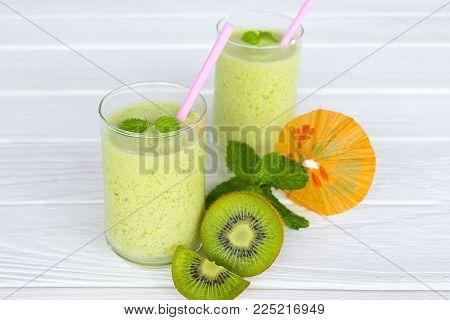Kiwi, Lemon Smoothies Yogurt, Juice Fruit And Kiwi, Lemon Fruit For Breakfast In The Morning On A Wo