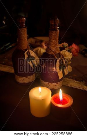 Wedding decor in darkness. Wedding interior. Festive decor. Table decor. Table layout. Restaurant interior.