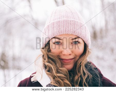 Close up portrait of young caucasian woman outdoors, winter portrait of smiling girl