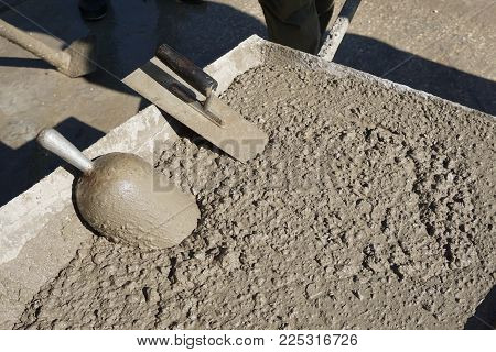 Fresh concrete sampling for testing by aluminium scoop