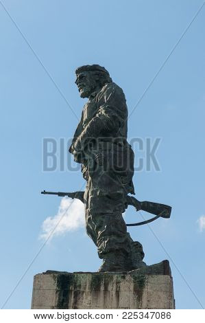 Bronze Statue Of Ernesto Che Guevara At The Memorial And Mausoleum In Santa Clara, Cuba.