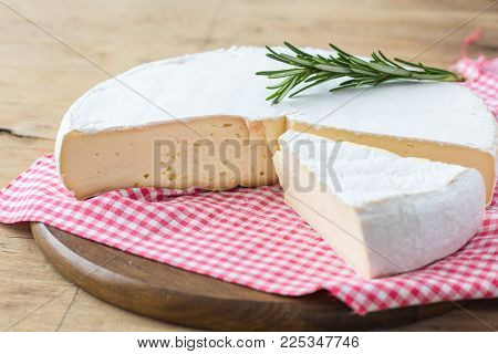 Brie Cheese. Camembert Cheese. Fresh Brie Cheese With Herbs And Cranberry Brie Cheese. Camembert Che