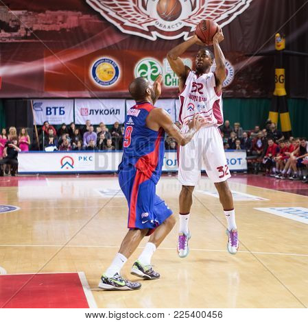 Samara, Russia - December 01: Bc Krasnye Krylia Guard Aaron Miles (32) Does A Jump Shot During The B