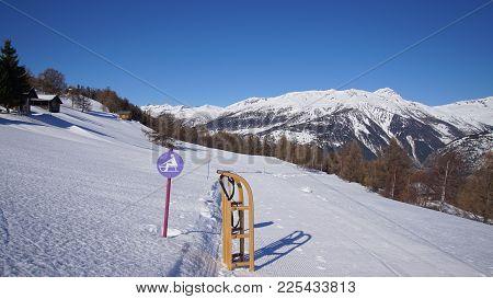 Schlittel Piste In Den Walliser Bergen Bei Eischoll. Mit Dem Rodel, Schlitten Oder Davoser Den Berg