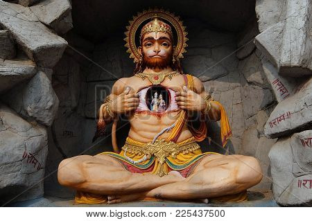 Rishikesh, India - November, 4th, 2017. View Of Hanuman Statue In Parmarth Niketan Ashram, Rishikesh