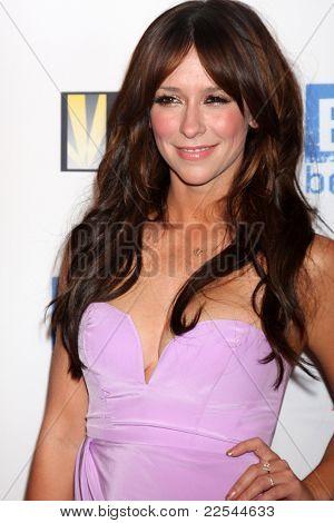 LOS ANGELES - AUG 11:  Jennifer Love Hewitt arriving at the