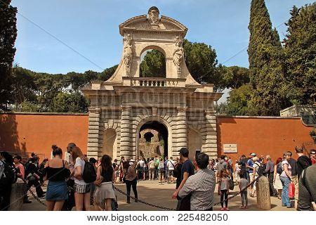 Roma, Italy, April 7, 2016 : Entrance To The Palatino Foro Romano.  Ruins Of The Domus Augustana On