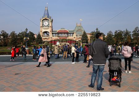 Shanghai, China-jan 08, 2018: Tourists Enjoy Activities Inside The Shanghai Disneyland , China. It I