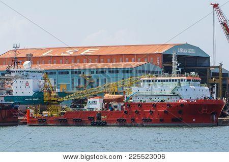 Labuan,malaysia-feb 2,2018:offshore Oil & Gas Sea Construction & Support Vessels Under Repair At Por