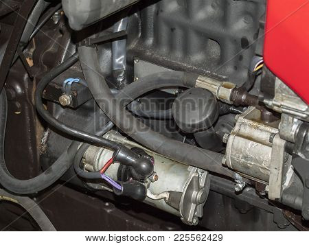 Starter For Starting An Internal Combustion Engine With A Hydraulic Pump And Tubes