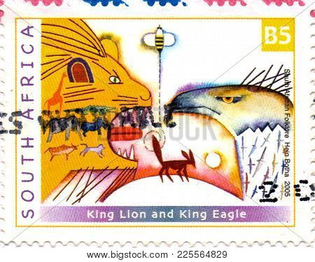 Ukraine - Circa 2018: A Postage Stamp Printed In South Africa Show Close-up Of A Lion, Eagle And Oth