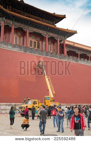Forbidden City Maintenance, Painting And Repairs On Walls. Tourists Visiting Courtyard Within Palace