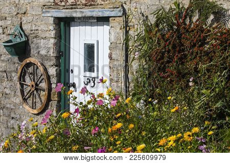 Dorset, Uk - August 16th 2017: A Pretty Rural Cottage In An English Village, On 16th August 2017.