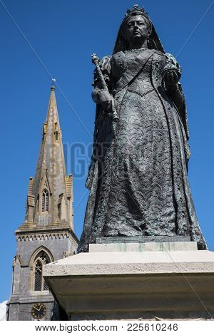 Weymouth, Uk - August 15th 2017: A Statue Of Queen Victoria, Located On Weymouth Seafront In Dorset,