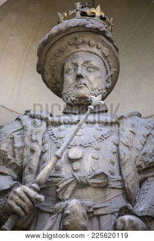 A Statue Of King Henry Viii Located Above The Henry Viii Gate At St. Bartholomews Hospital In The Ci