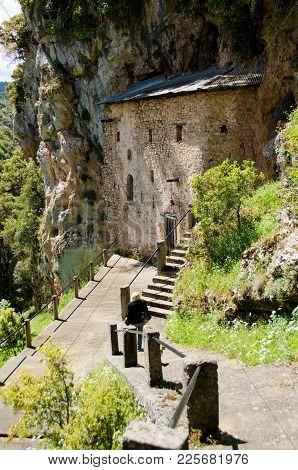 Palaiomonastiro -agios Nikolaos  (1550) Historical Monastery In The Kapsali Gorge, 3 Km Outside Valt