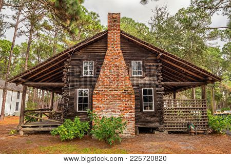 Largo, Florida - January 14, 2015 : Mcmullen-coachman Log House In The Pinellas County Heritage Vill