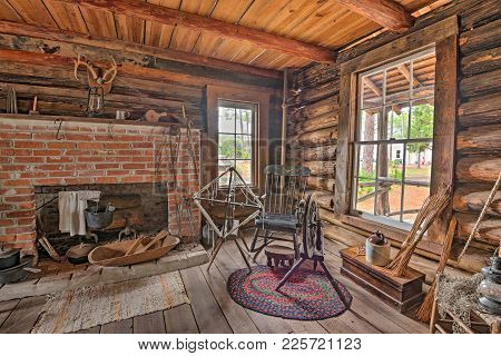 Largo, Florida - January 14, 2015 : Interior Of The Historic Mcmullen-coachman Log House In The Pine