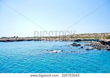 Mare Limpido E Pulito Nell'isola Di Creta