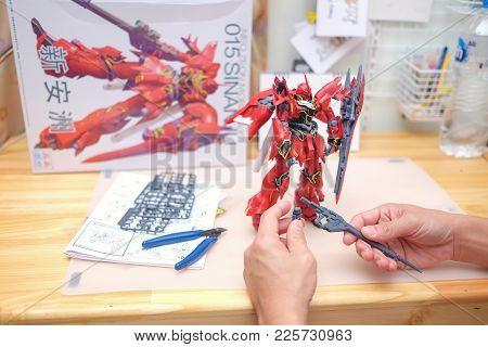 Phichit, Thailand - Feb 4, 2018 Hands Of Man Assemble Gundam Model Toys (015 Gundam Model Mg 1/100 N
