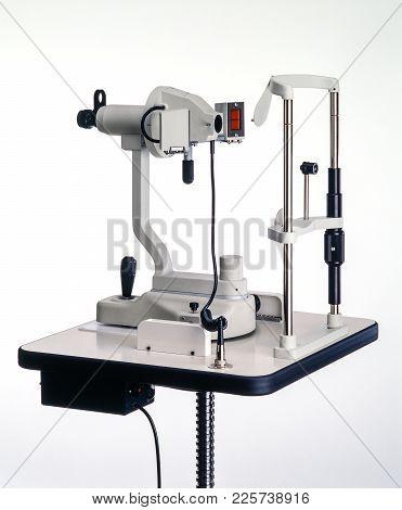 Keratometer - Ophthalmometer Instrument