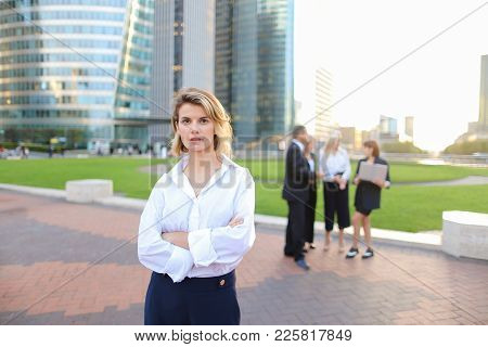 Secretary Standing In La Defense Paris And Looking At Camera Near Speaking Employees With Boss In Ba