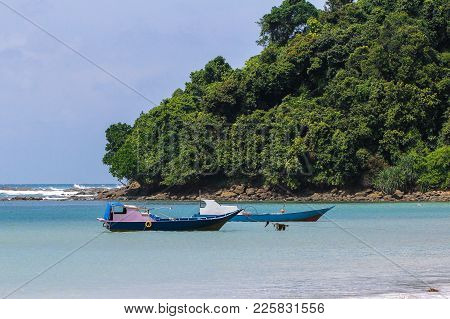 Kudat,sabah-feb 3,2018:kulambu Sandy Tropical Beach With Fishing Boat Against Blue Sky In Kudat,saba