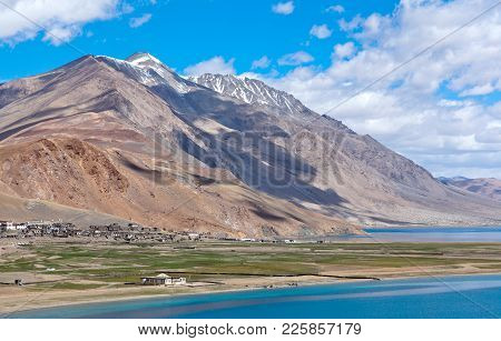 Tso Moriri Lake In Ladakh, North India. The Lake Is At An Altitude Of 4 595 M; It Is The Largest Of